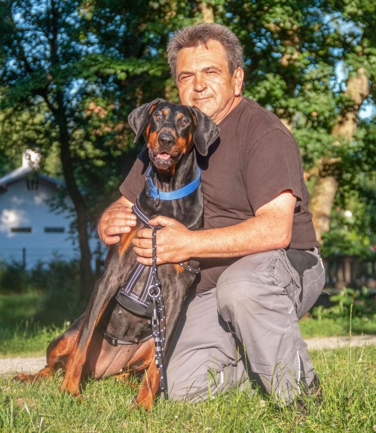 Josef Hellinger mit Hunden
