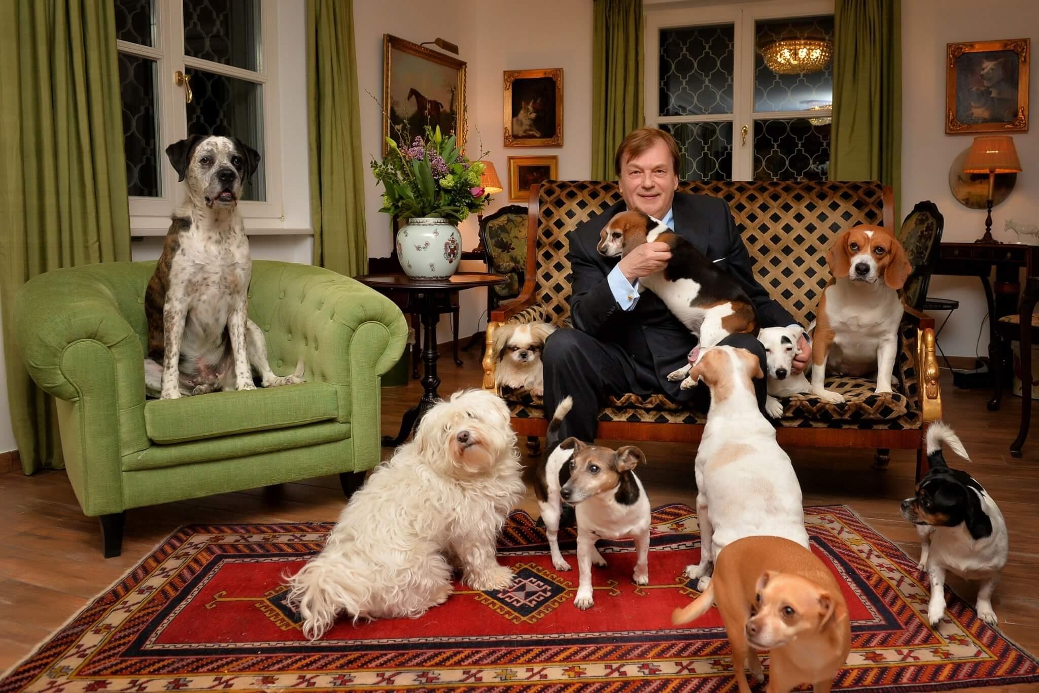 Michael Aufhauser mit seinen Hunden