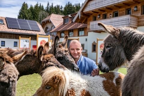Dieter Ehrengruber mit Eseln